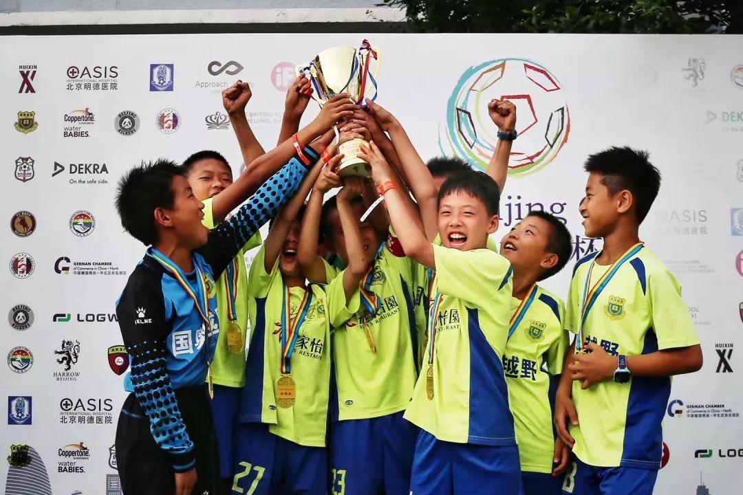 首届首都杯足球联赛圆满结束 国奥越野俱乐部勇夺三冠